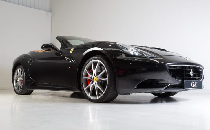 Black-Ferrari-California-Red-Calipers-GVE-London-ALLOY-COLOUR-CHANGE
