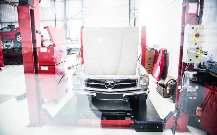 Classic-Mercedes-GVE-London-SUPERCAR-CAR-BODY-REPAIR-WEST-LONDON